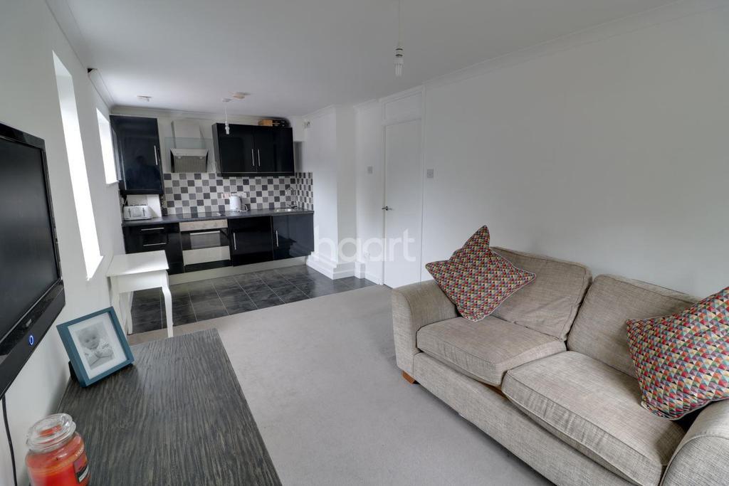 1 Bedroom Flat for sale in Cranleigh Close, Cheshunt, EN7