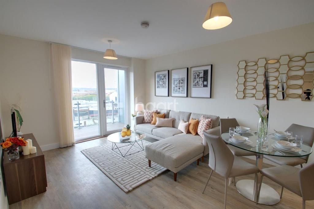 3 Bedrooms Flat for sale in Peninsula Quay, Victory Pier, Gillingham, ME7