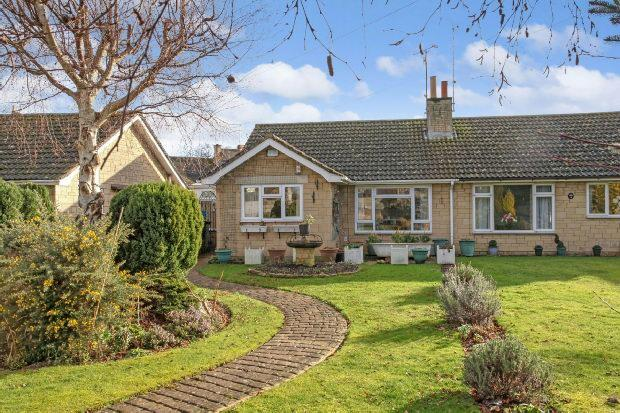 2 Bedrooms Semi Detached House for sale in Swan Close, Moreton-in-marsh