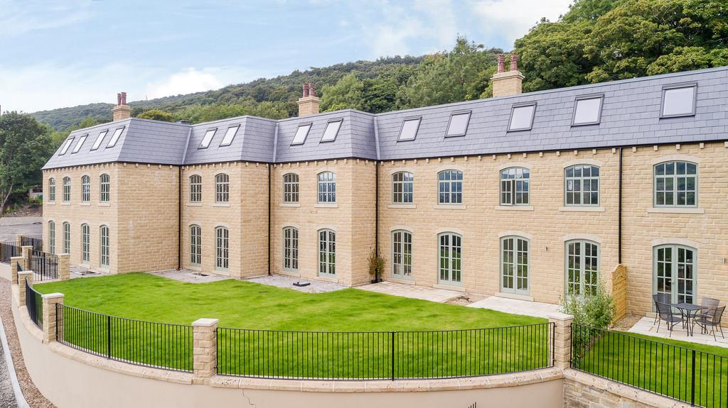 4 Bedrooms Town House for sale in The Courtyard, Nr Brighouse, HX5