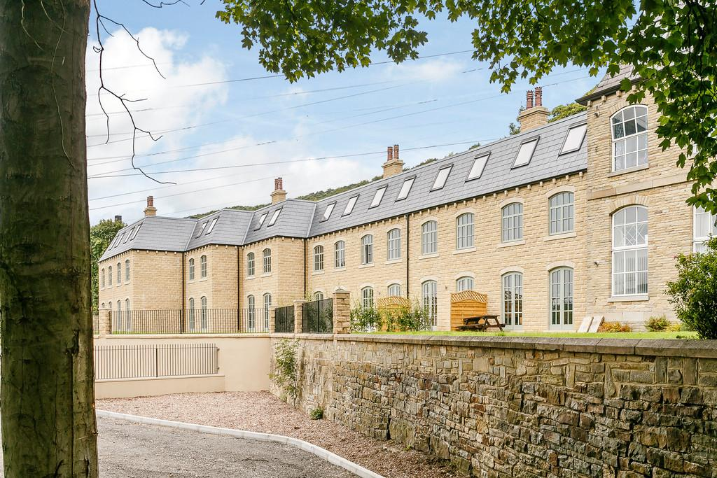 3 Bedrooms Town House for sale in The Courtyard, Nr Brighouse, HX6
