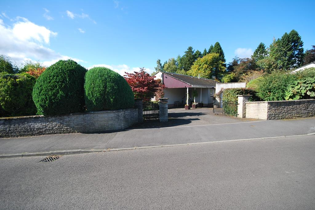 3 Bedrooms Detached Bungalow for sale in Knock Road, Crieff ph7