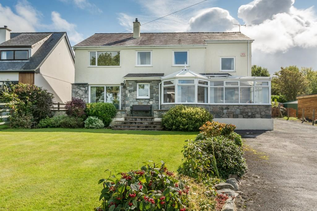 5 Bedrooms Detached House for sale in Rhostryfan, Caernarfon, North Wales