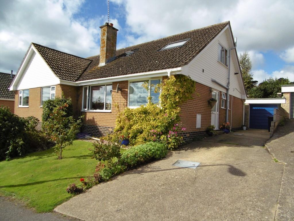 3 Bedrooms Semi Detached Bungalow for sale in Venborough Close, Seaton
