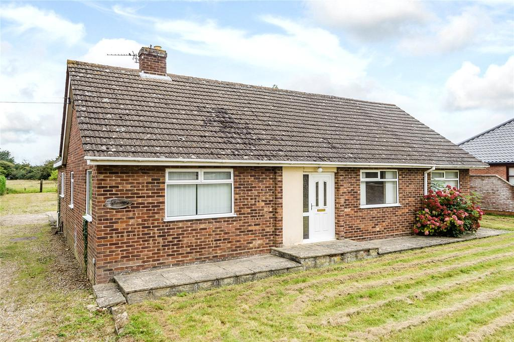3 Bedrooms Detached Bungalow for sale in Norwich Road, Mulbarton, Norwich, Norfolk, NR14