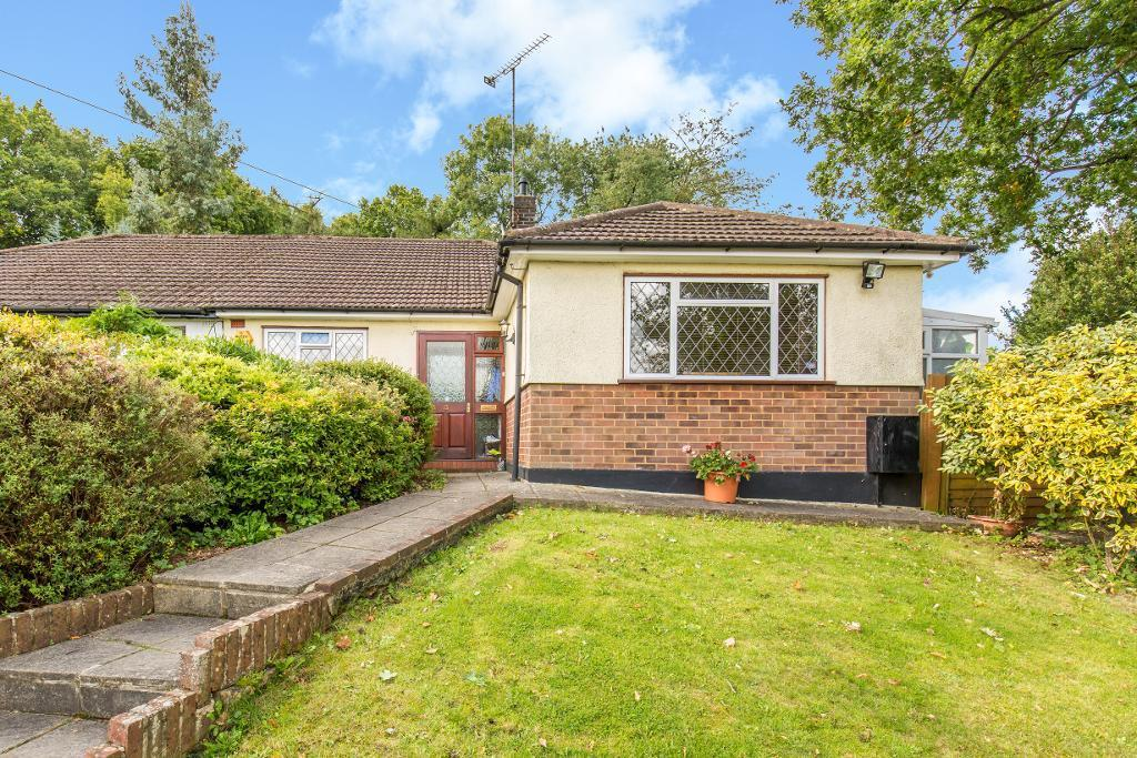 3 Bedrooms Semi Detached Bungalow for sale in Rydons Wood Close, Old Coulsdon, Surrey, CR5 1ST