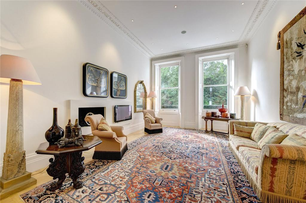 3 Bedrooms Maisonette Flat for sale in Queen's Gate Gardens, London, SW7