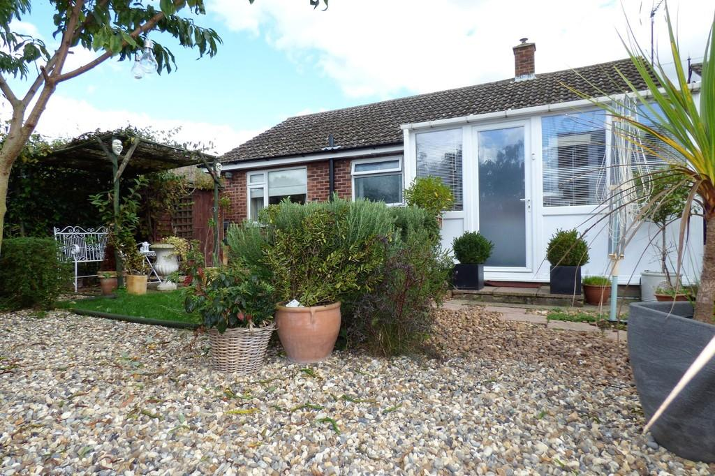 2 Bedrooms Detached Bungalow for sale in Sandgalls Road, Lakenheath