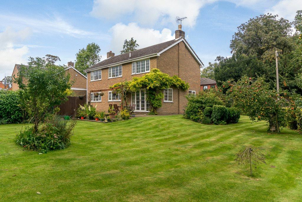 3 Bedrooms Detached House for sale in Sargeants Lane, Collingtree, Northampton, Northamptonshire, NN4
