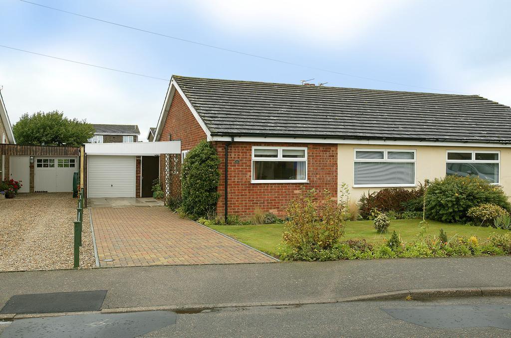 3 Bedrooms Semi Detached Bungalow for sale in Childs Road, Hethersett