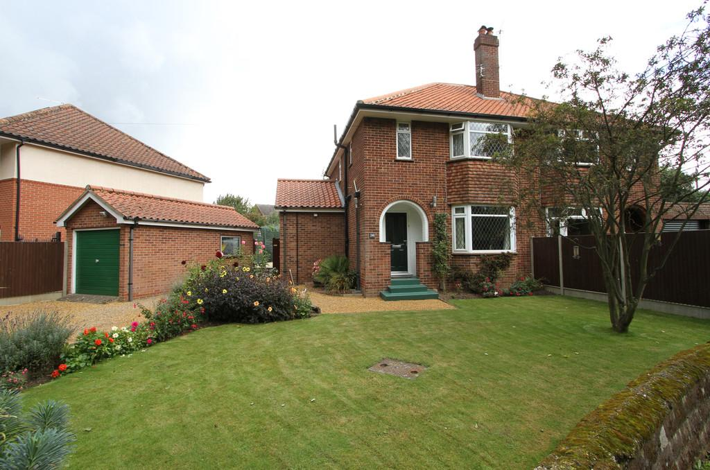 3 Bedrooms Semi Detached House for sale in Dereham Road, New Costessey