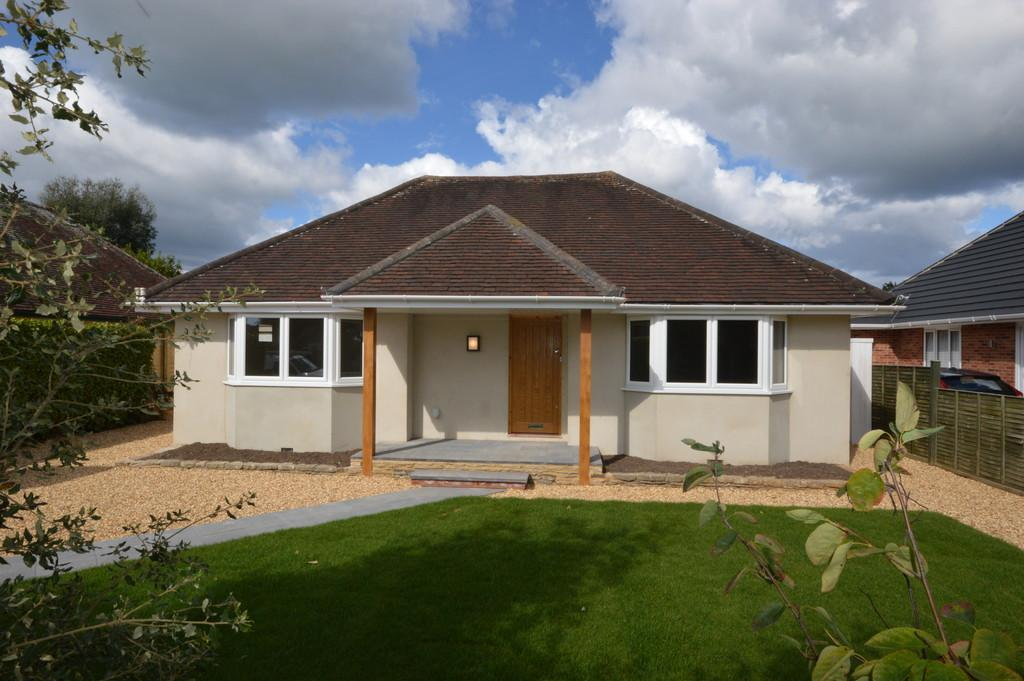 3 Bedrooms Detached Bungalow for sale in Garden Close, New Milton
