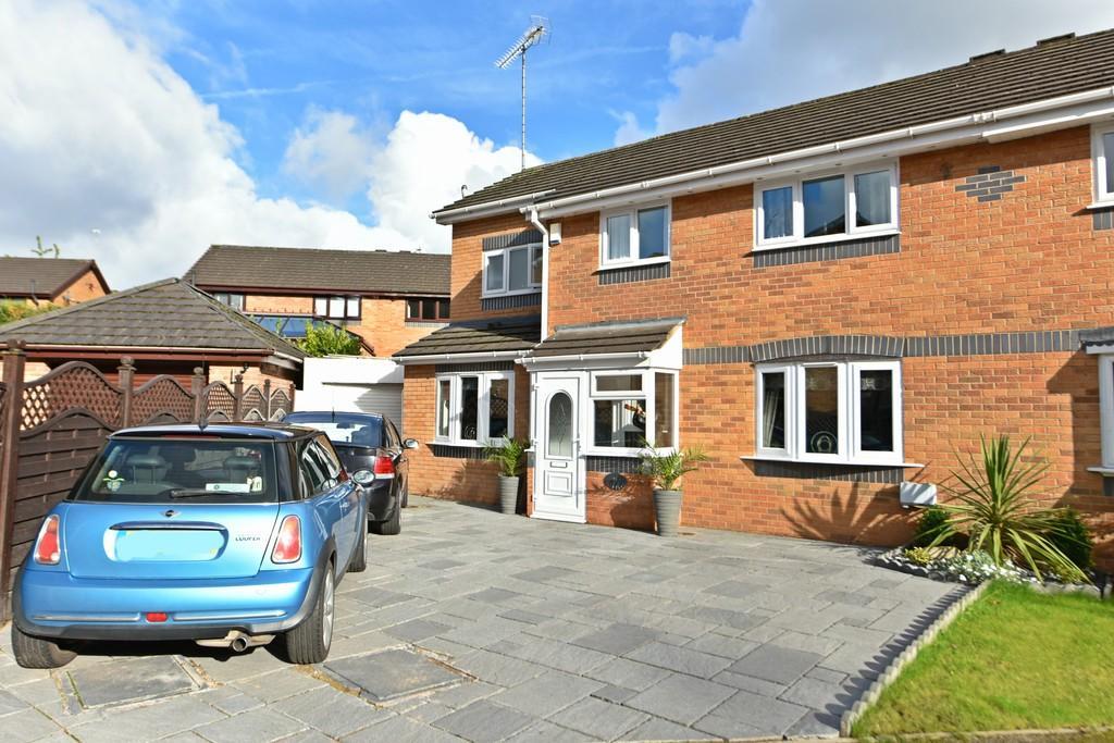 4 Bedrooms Semi Detached House for sale in Felstead , Birchgreen