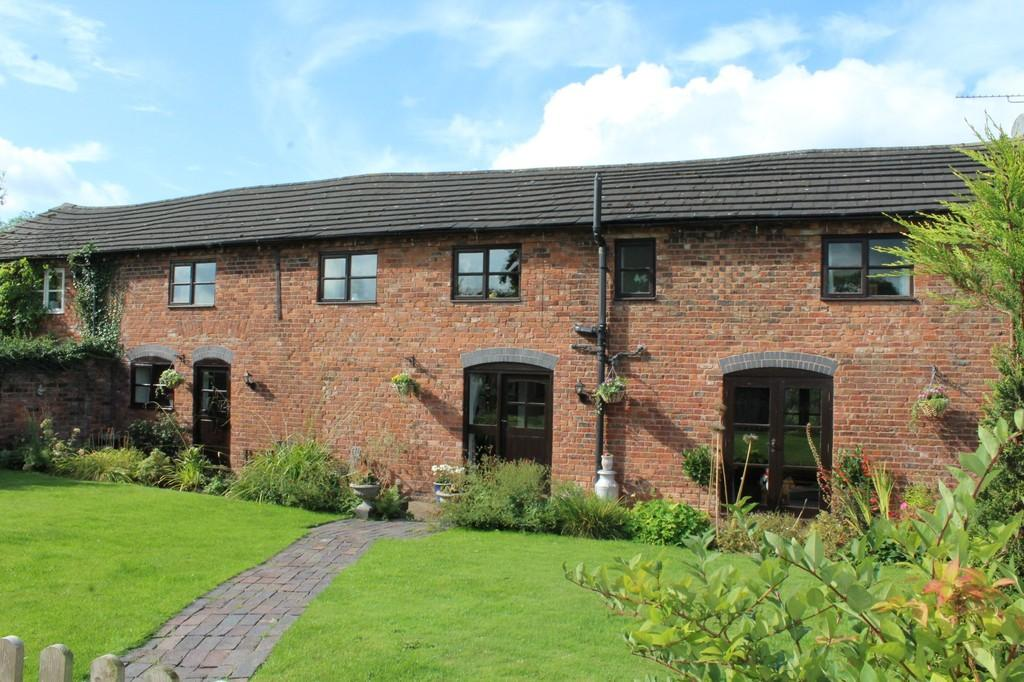 4 Bedrooms Barn Conversion Character Property for sale in Mill Road, Bronington