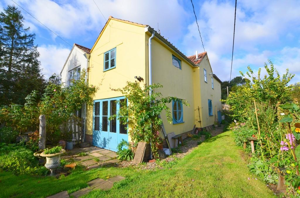 2 Bedrooms Semi Detached House for sale in Lower Road, Grundisburgh, IP13 6UH