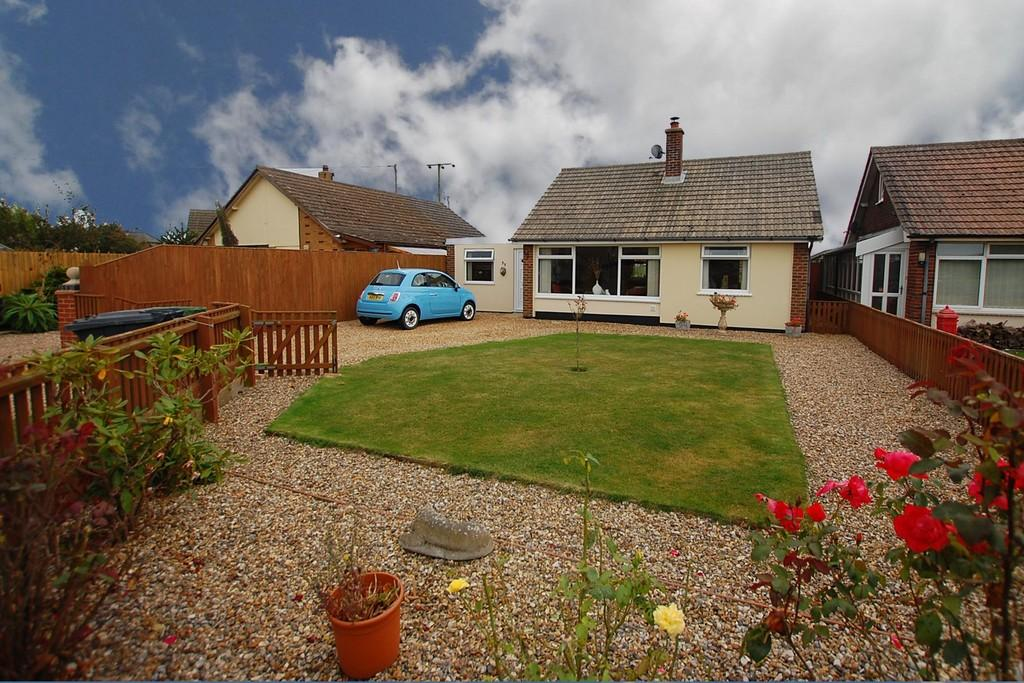 2 Bedrooms Detached Bungalow for sale in Mundesley Road, Trimingham