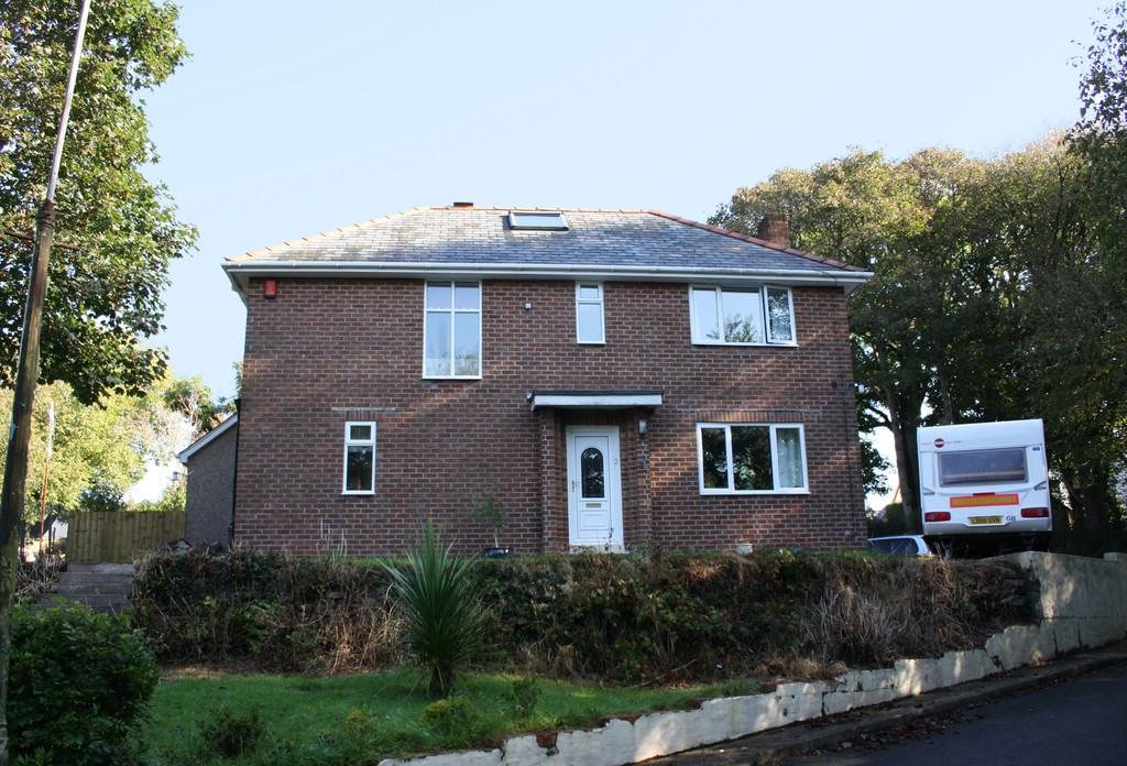 3 Bedrooms Detached House for sale in Castle Hall Road, Blackbridge, Milford Haven
