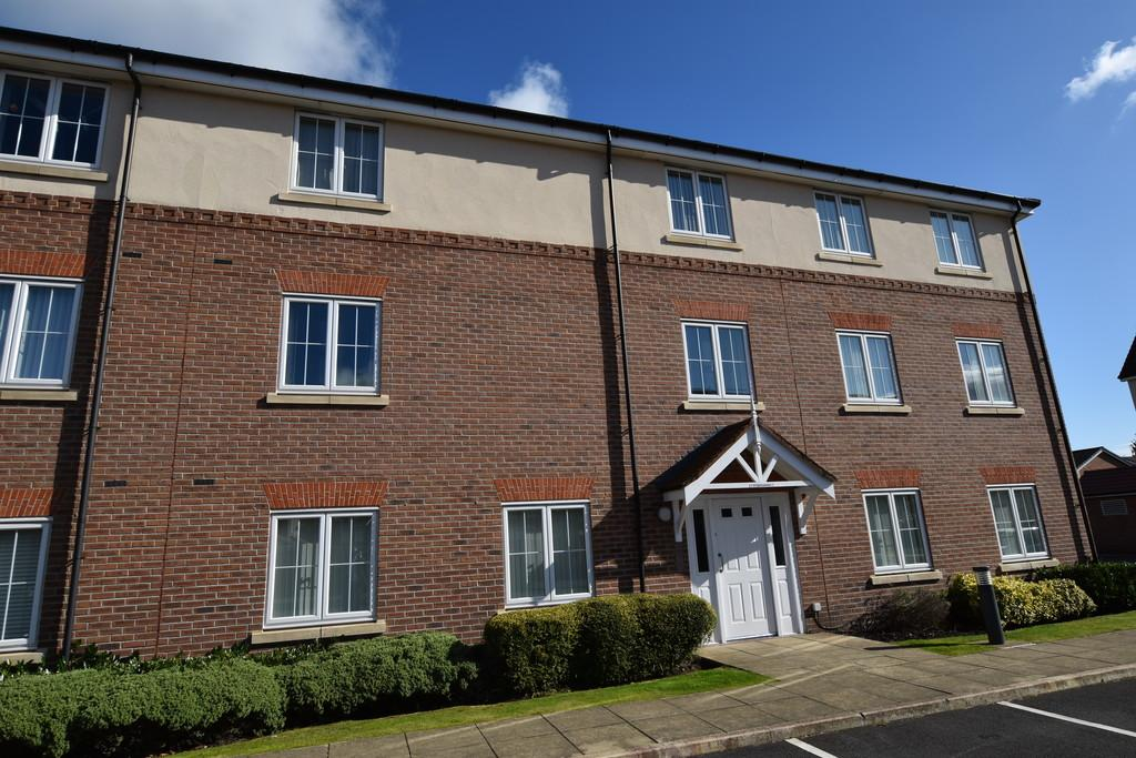 2 Bedrooms Flat for sale in Ty Beaumaris, Saltney, Chester,