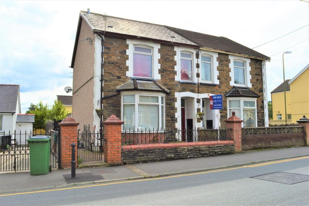 3 Bedrooms Semi Detached House for sale in Lewis Street, Ystrad Mynach