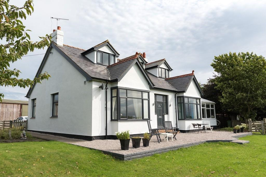 5 Bedrooms Detached Bungalow for sale in Bodelwyddan Road, Rhuddlan
