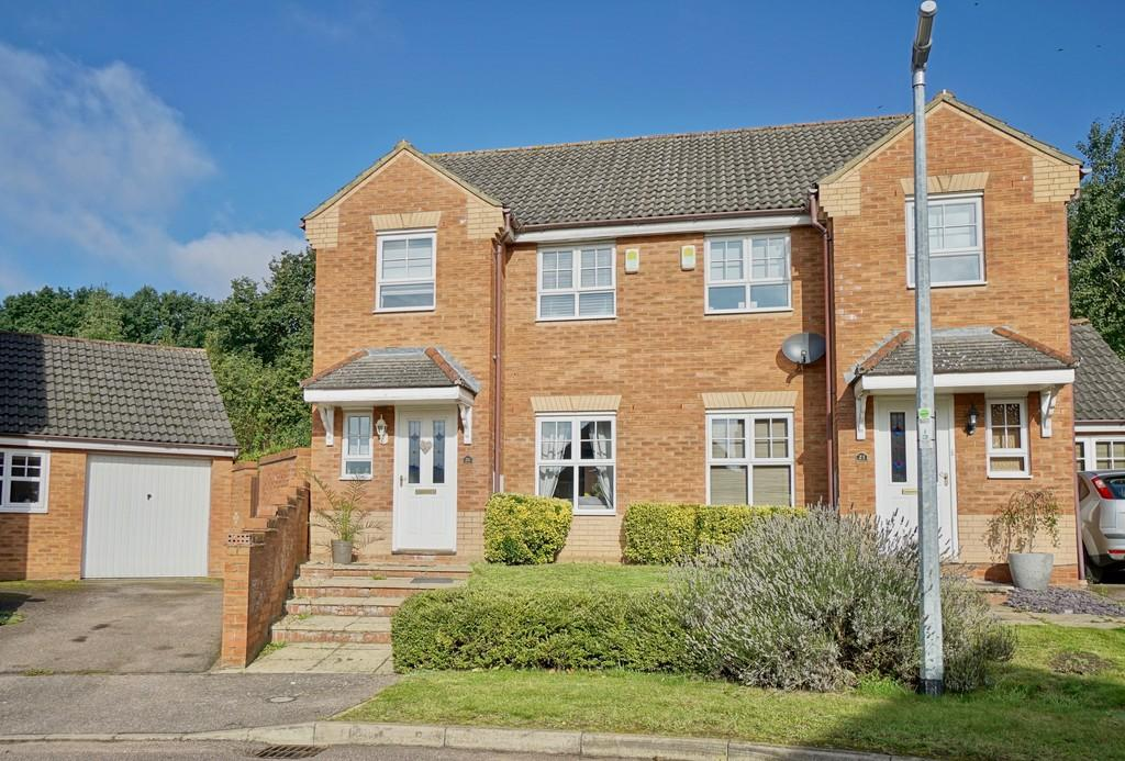 3 Bedrooms Semi Detached House for sale in Wingfield Drive, Potton