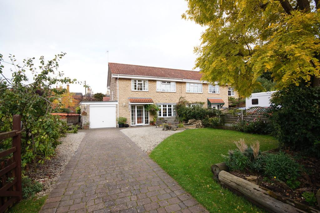 3 Bedrooms Semi Detached House for sale in Chapel Lane, Heighington, Lincoln