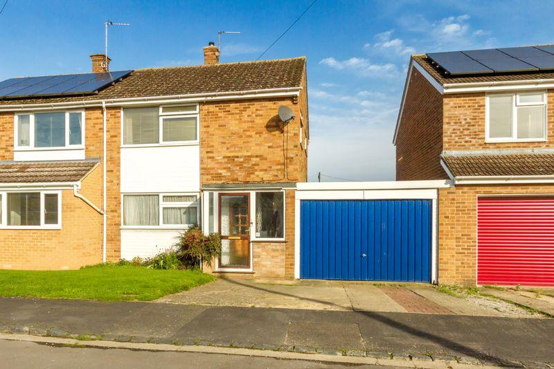 3 Bedrooms Semi Detached House for sale in Stratford Drive, Eynsham