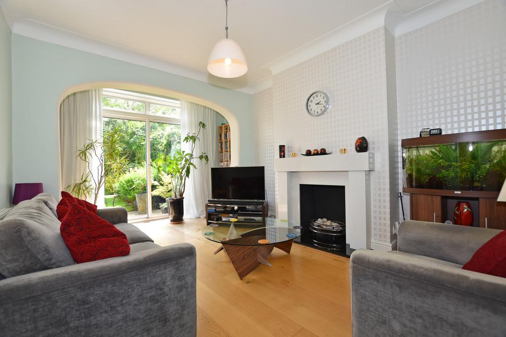 4 Bedrooms Terraced House for sale in Overton Drive, Wanstead