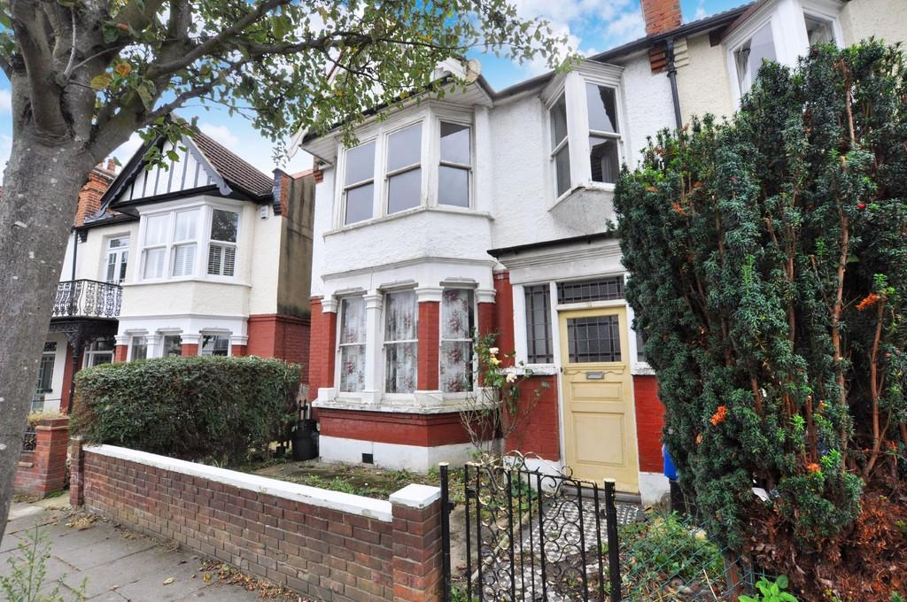 4 Bedrooms End Of Terrace House for sale in Chester Road, Wanstead