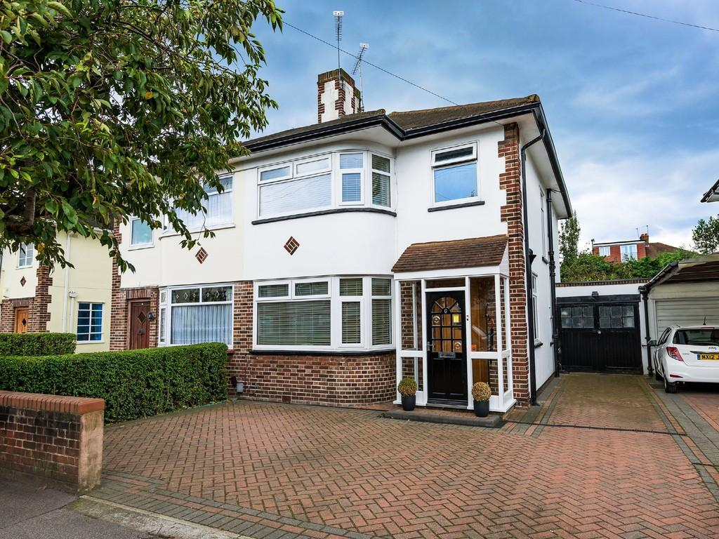 3 Bedrooms Semi Detached House for sale in Onslow Gardens, South Woodford