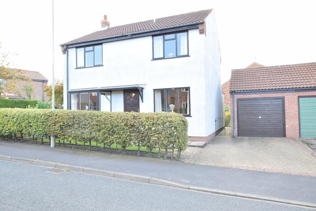 4 Bedrooms Detached House for sale in Hovingham Drive,