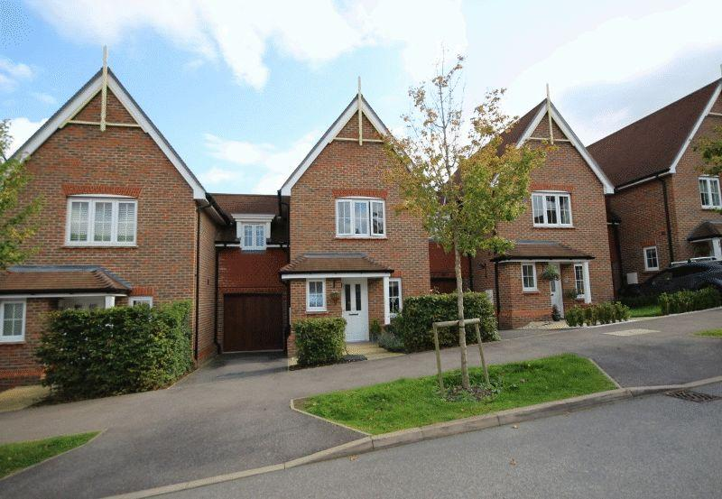 3 Bedrooms Link Detached House for sale in Renfields, Haywards Heath