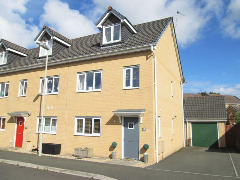 3 Bedrooms Terraced House for sale in Rhodfa Brynmenyn Bridgend CF32 9GH