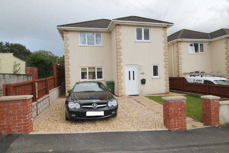 3 Bedrooms Detached House for sale in Brynamlwg, Pontyclun, CF72 9AU