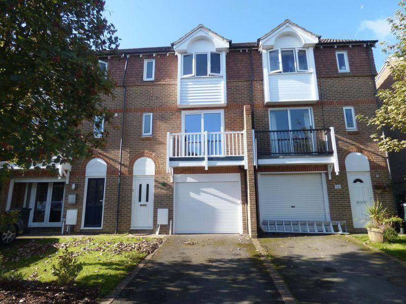 3 Bedrooms Terraced House for sale in Bradbridge Green, Ashford