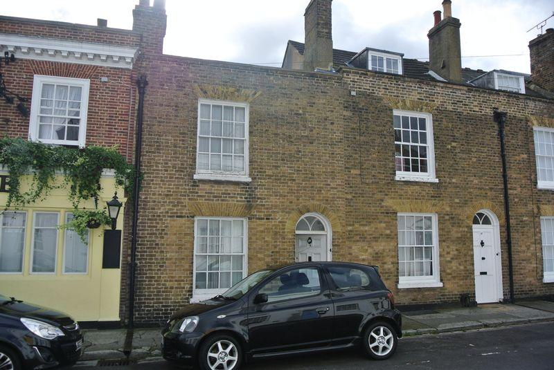 2 Bedrooms Terraced House for sale in Orchard Street, Canterbury