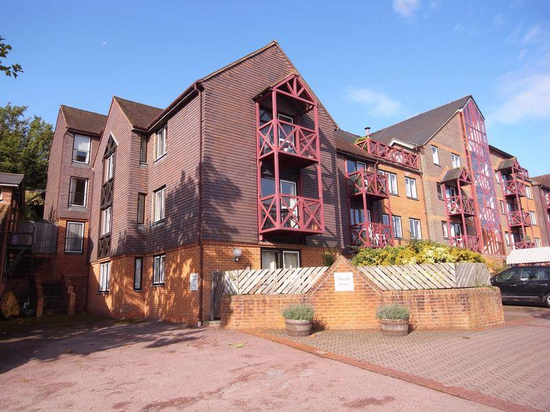 2 Bedrooms Retirement Property for sale in Mount Place