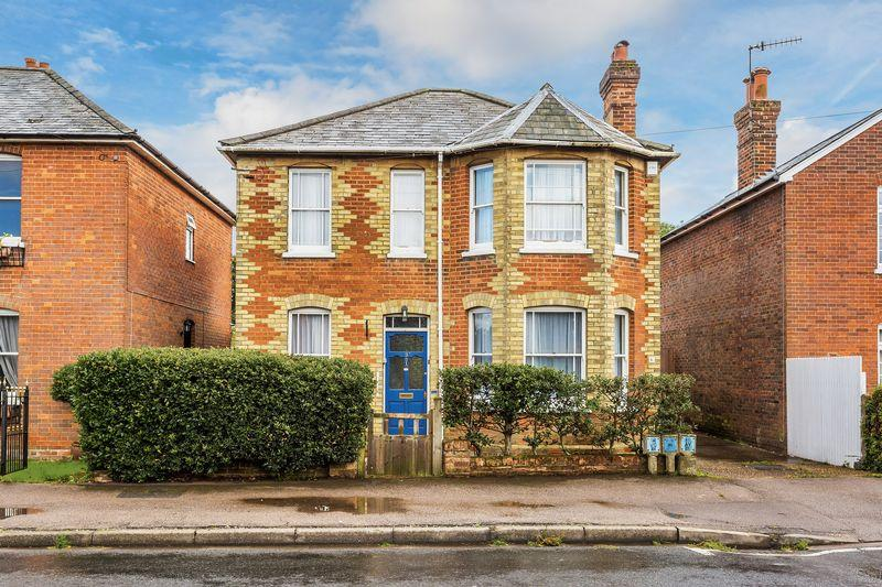 3 Bedrooms Detached House for sale in Chilworth