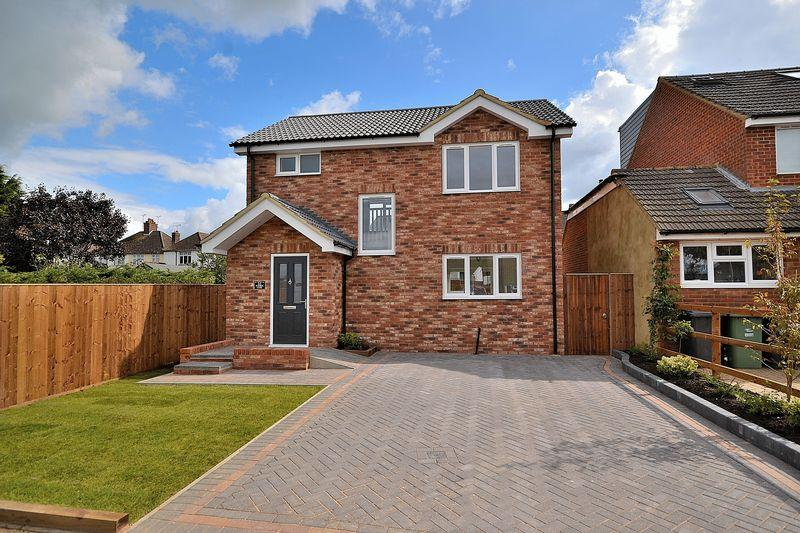 3 Bedrooms Detached House for sale in St Georges Close, Leighton Buzzard