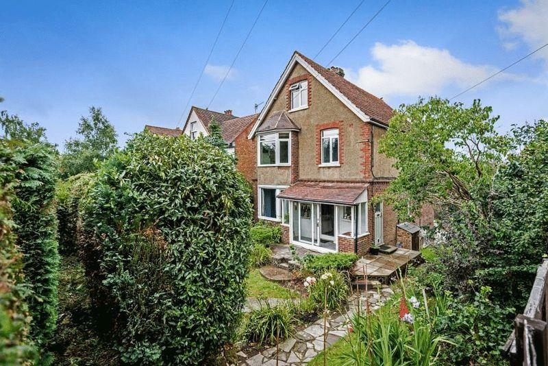 5 Bedrooms Detached House for sale in DORKING