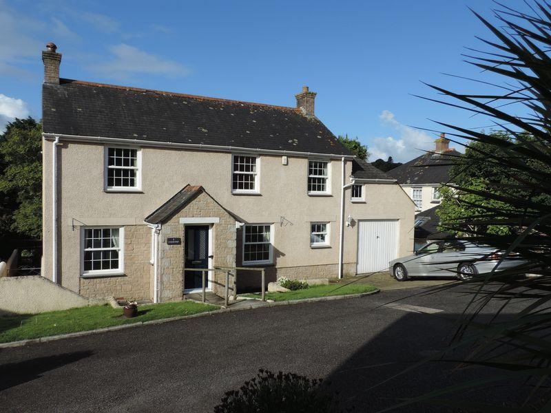 4 Bedrooms Detached House for sale in Lower Meadow, Truro