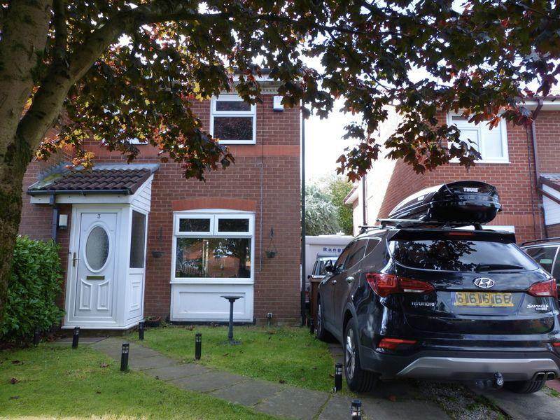 2 Bedrooms Terraced House for sale in Kingsway Close, Oldham