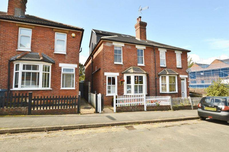 4 Bedrooms Semi Detached House for sale in Upper Queen Street, Godalming