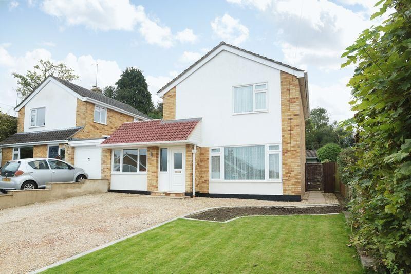 3 Bedrooms Detached House for sale in Potterne, Wiltshire, SN10 5QA