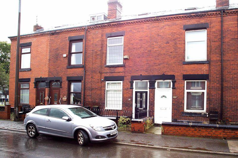 3 Bedrooms Terraced House for sale in Lodge Lane, Dukinfield