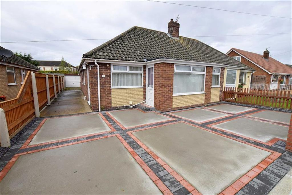 3 Bedrooms Semi Detached Bungalow for sale in Fallowfield Road, Grimsby, North East Lincolnshire