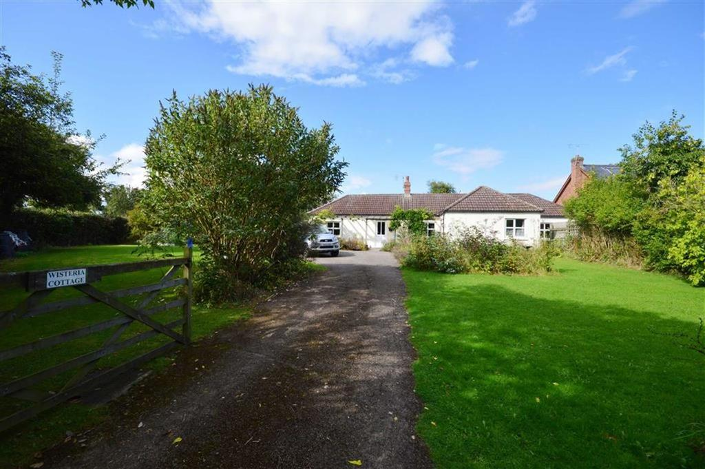 3 Bedrooms Detached Bungalow for sale in Wisteria Cottage, Almeley, Herefordshire, HR3