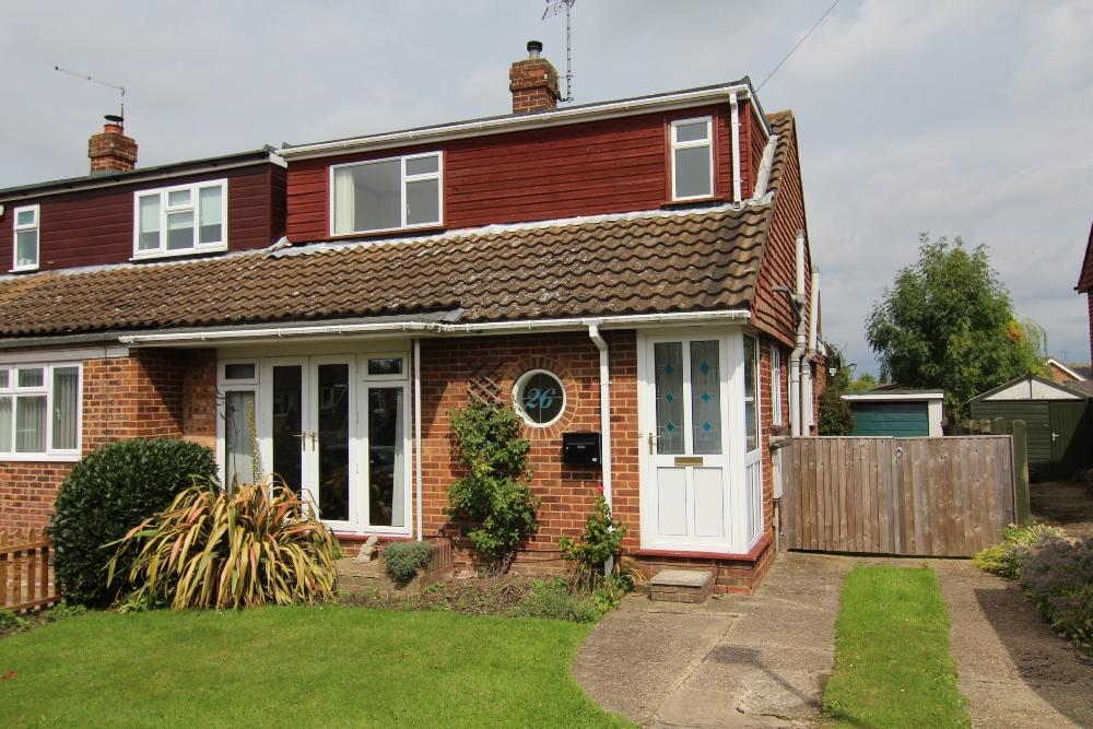 3 Bedrooms Semi Detached House for sale in Melrose Gardens, Arborfield, Berkshire, rg2 9pz