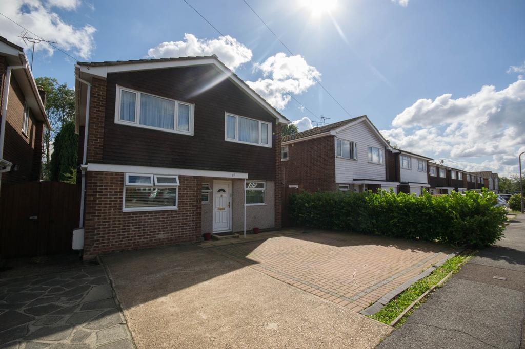 4 Bedrooms Detached House for sale in Hunter Avenue, Shenfield, Brentwood, Essex, CM15