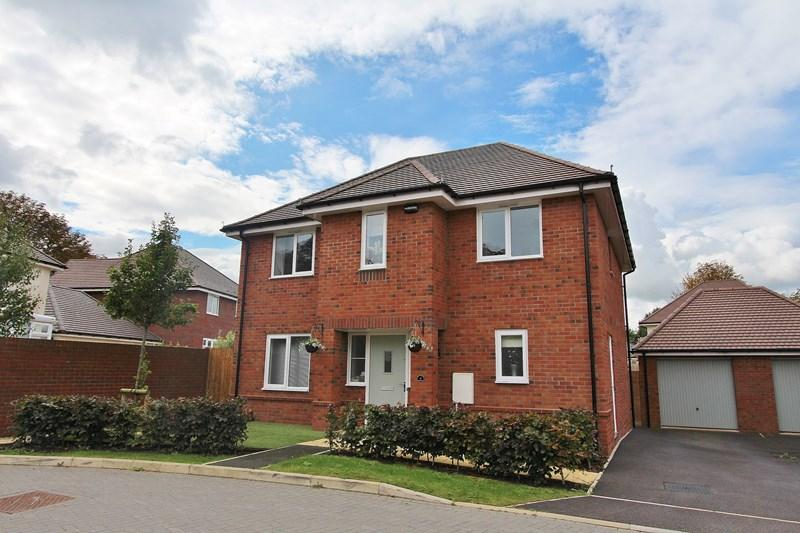 4 Bedrooms Detached House for sale in Hadrian Close, Keynsham, Bristol